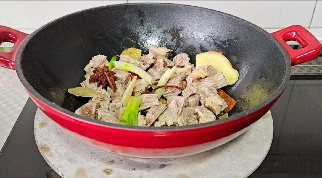 冬季牛肉这样做,暖身暖胃又滋补…红焖牛肉锅怎么吃