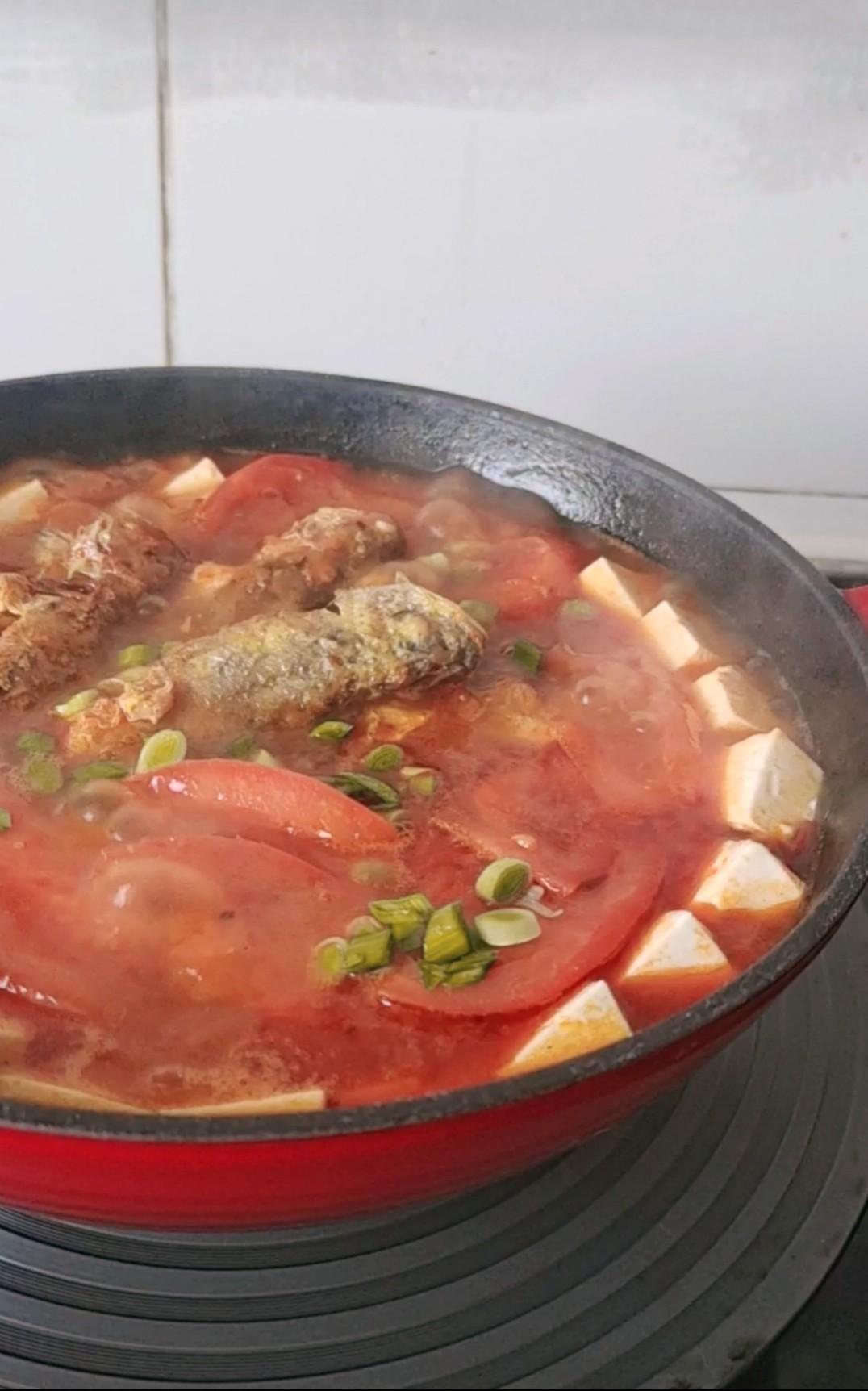 酸爽有滋味,这样一锅补钙又滋补~番茄豆腐鱼锅怎样做