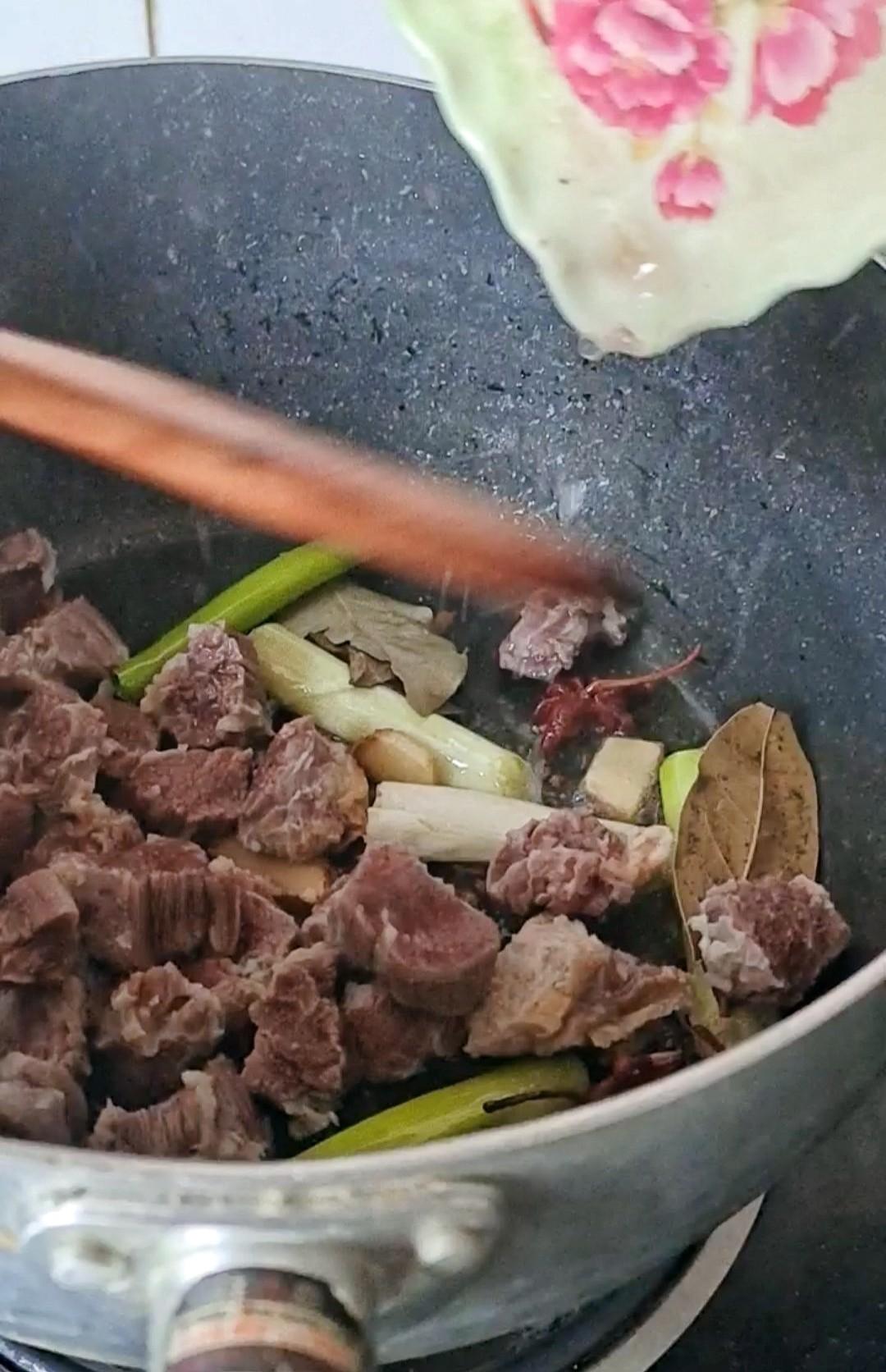 最家常的冬季暖锅,百吃不厌~白菜粉条牛肉锅怎么吃