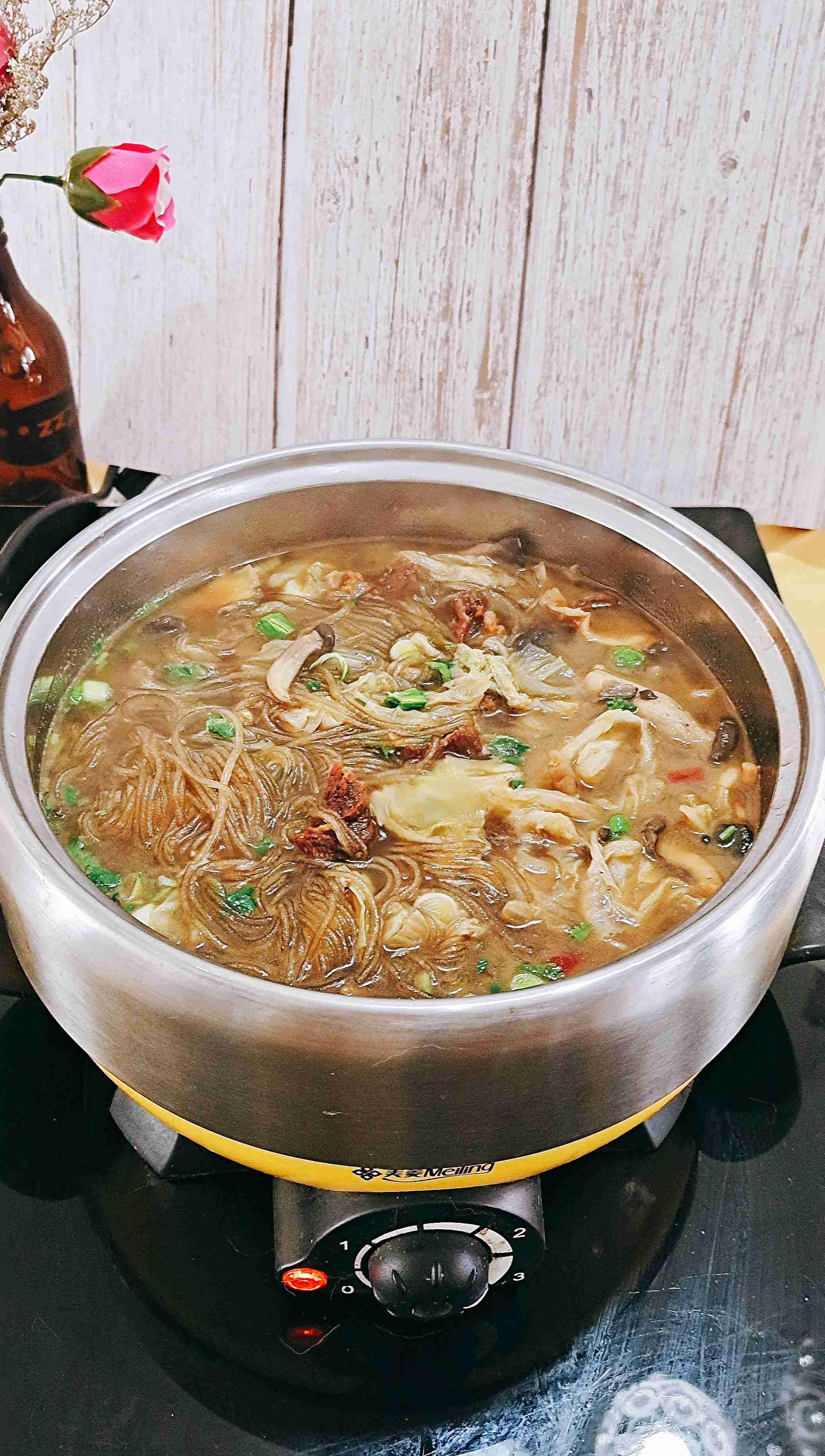 最家常的冬季暖锅,百吃不厌~白菜粉条牛肉锅成品图