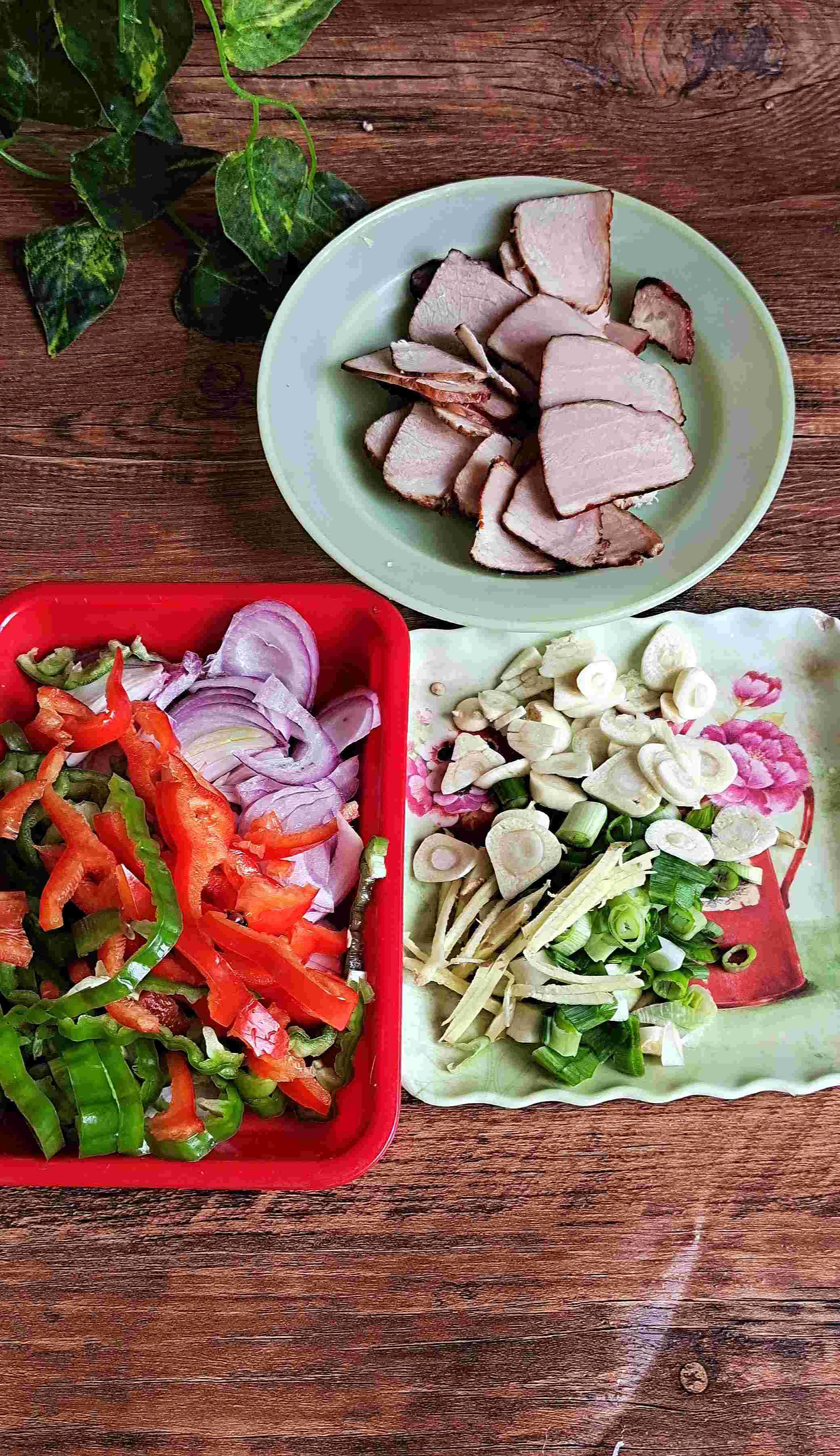 干鲜下饭菜,能下三碗饭~干锅腊肉茶树菇的做法大全