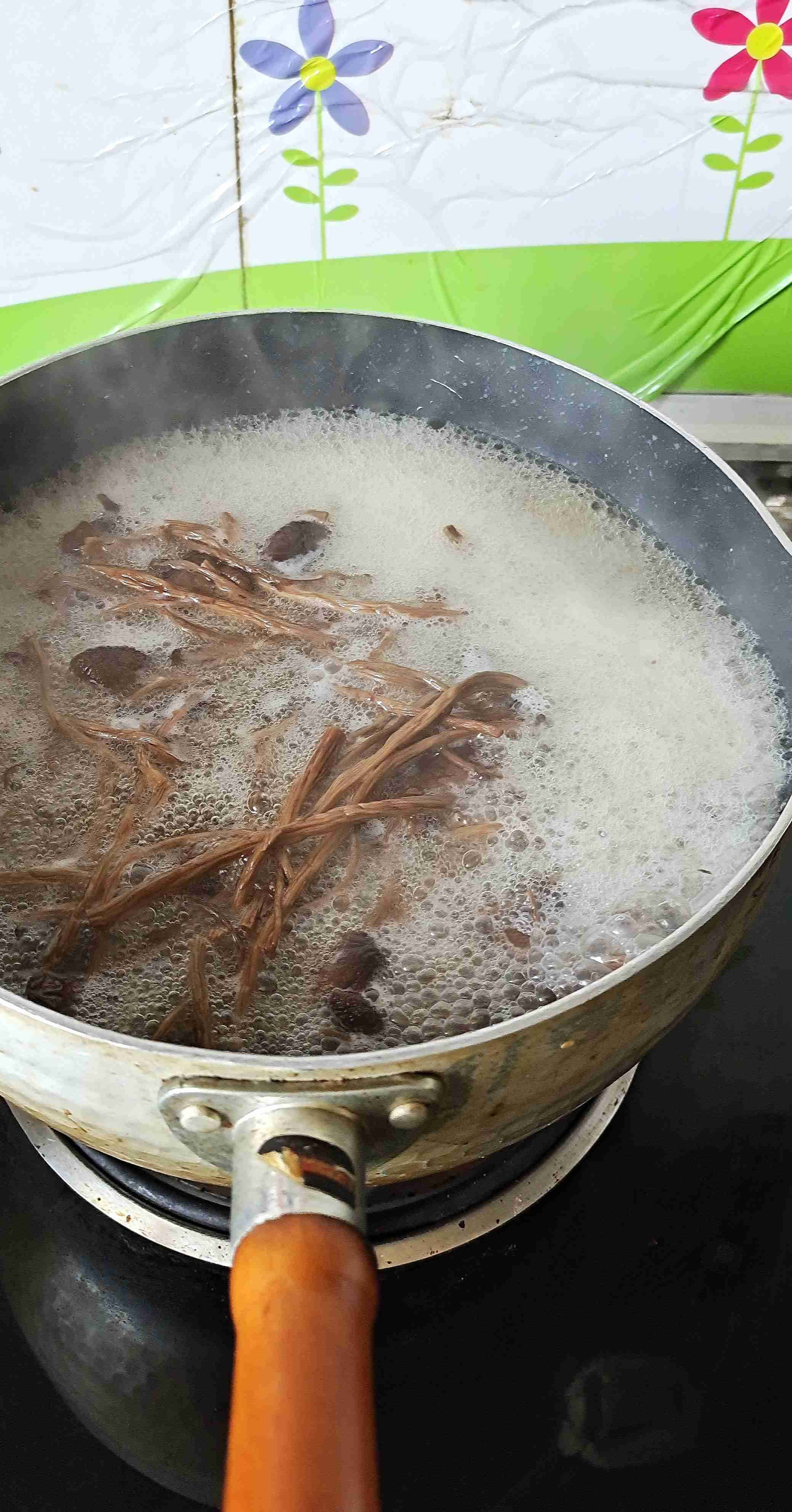 干鲜下饭菜,能下三碗饭~干锅腊肉茶树菇的做法图解