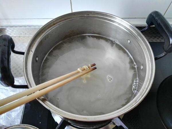 榨菜鱼丸面怎么煮