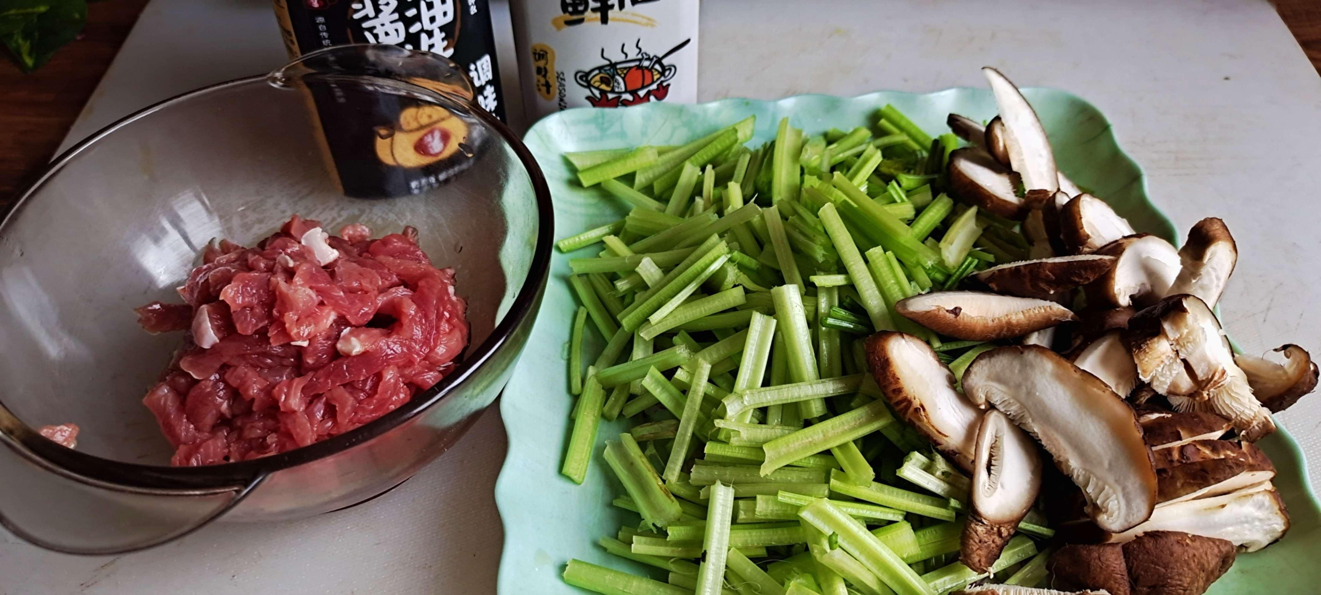 家常嫩滑牛肉丝这样做超下饭…芹菜炒牛肉丝的做法大全