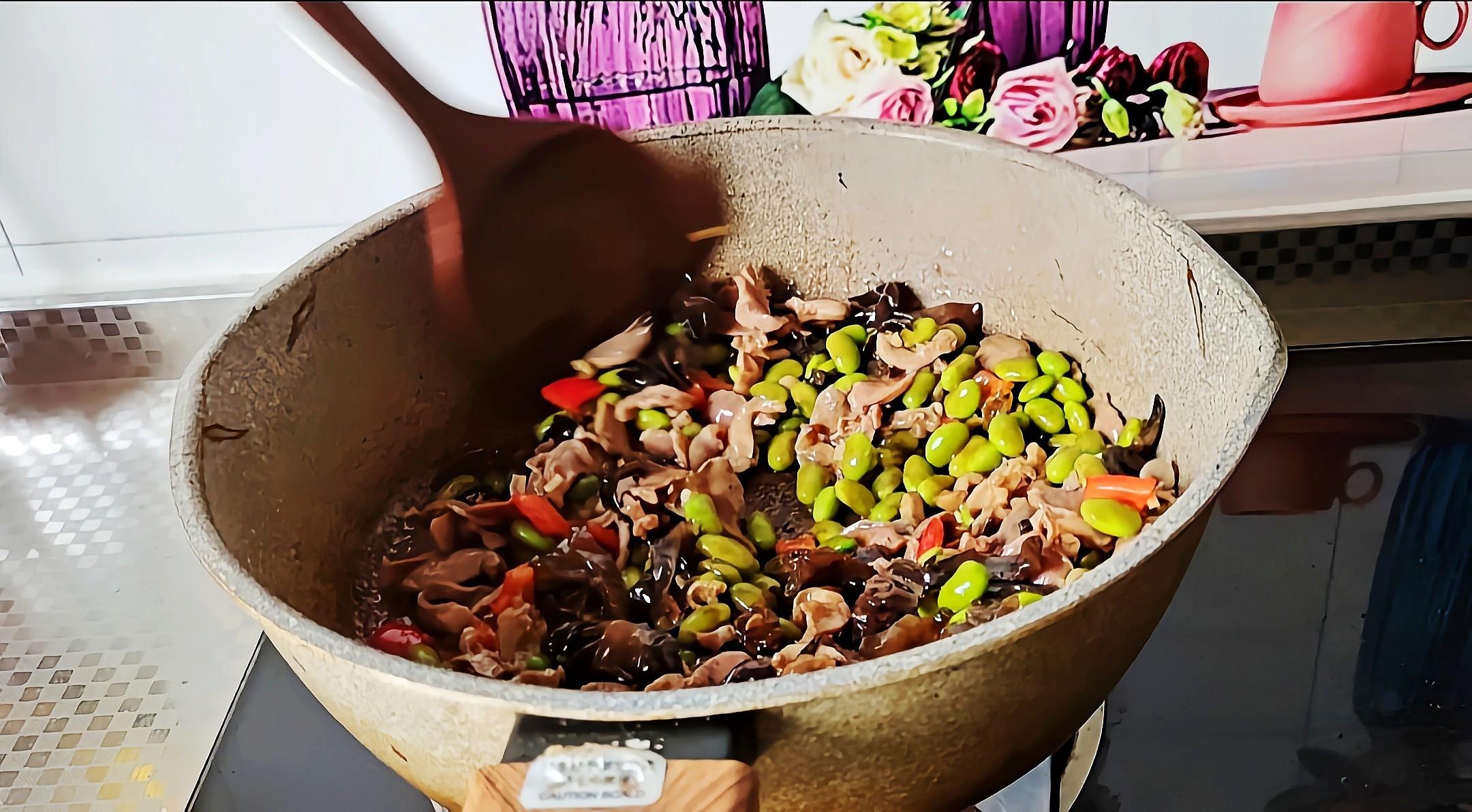 简单开胃下饭菜…毛豆炒鸡肫的步骤