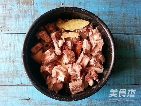 莲藕排骨汤的简单做法