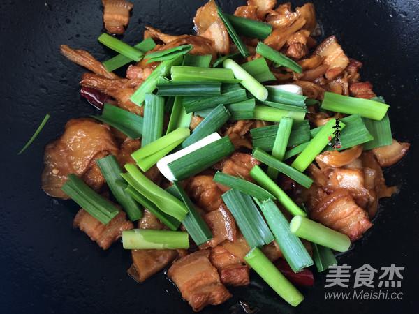 蒜苗面筋烧五花肉怎么煮