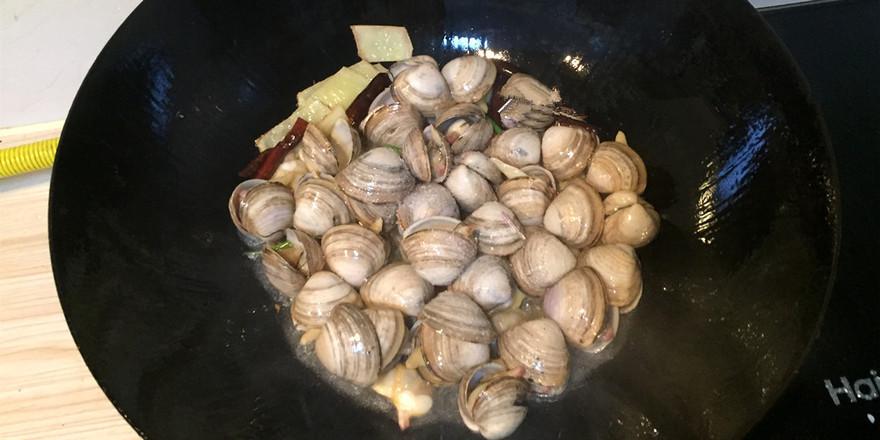 家常炒蛤蜊的家常做法