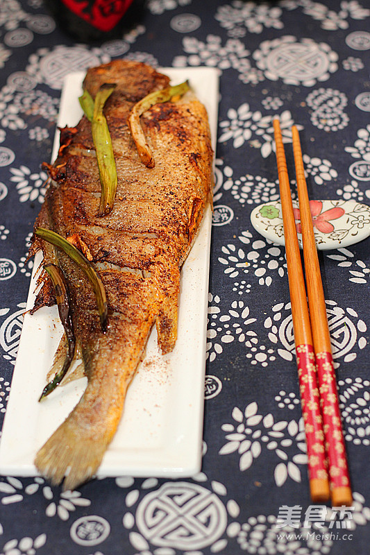 葱香椒盐黄鱼成品图