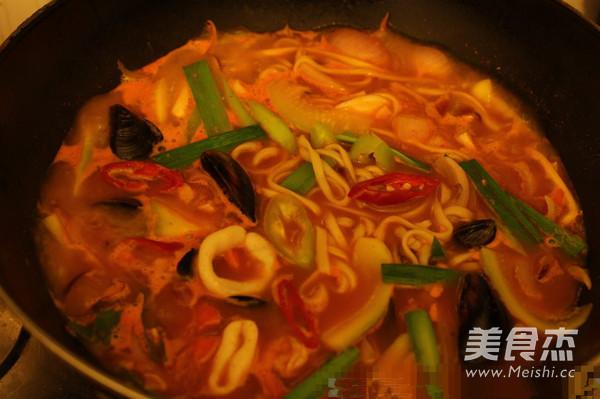 韩式辣海鲜面的制作方法