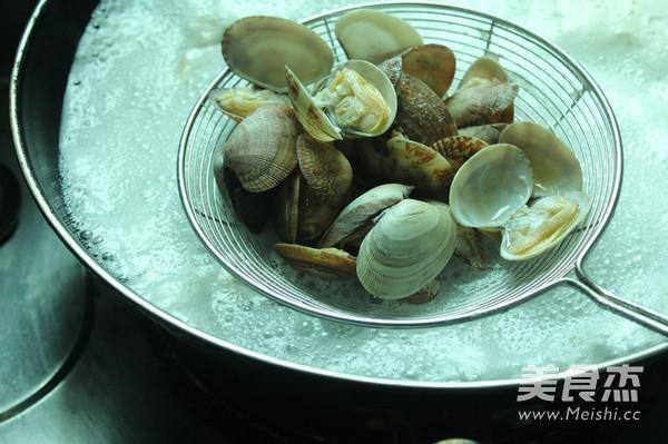 醋拌蛤蜊拌饭的简单做法