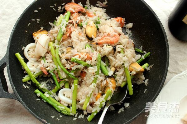 海鲜芦笋烩饭的制作