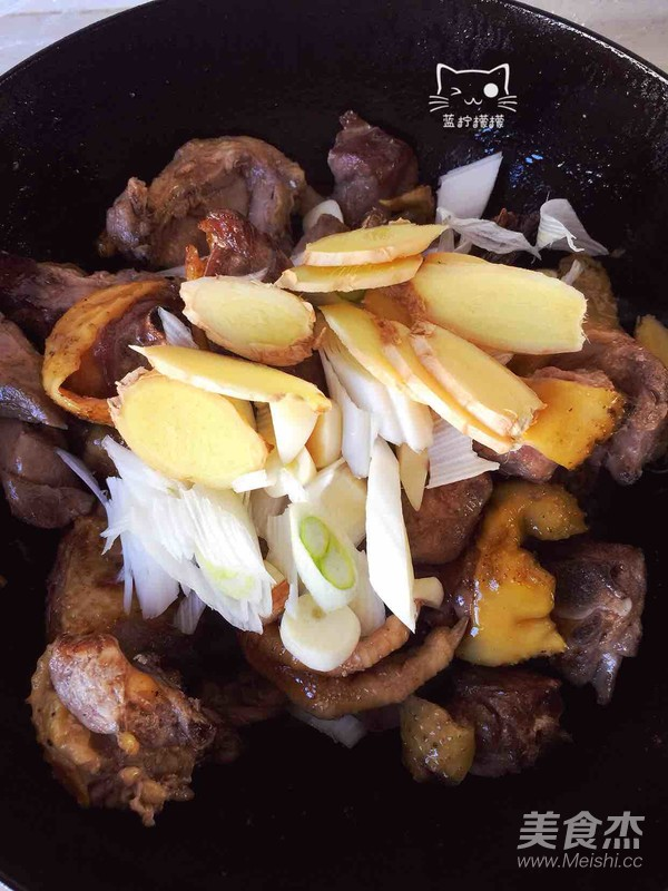 家乡美食~干豆角炖红公鸡怎么炒