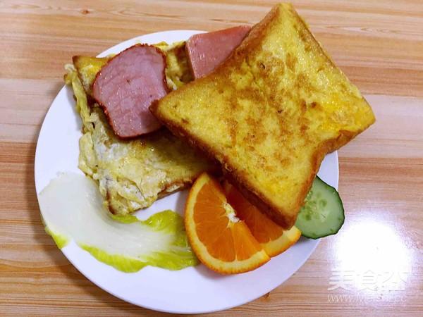 煎鸡蛋面包成品图