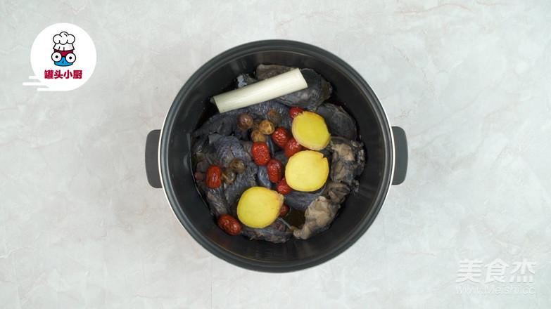 电饭煲元气乌鸡汤的简单做法