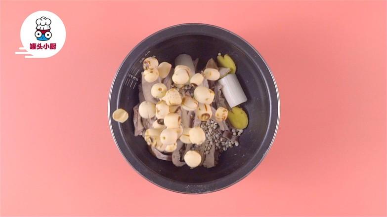 电饭煲养胃莲子猪肚汤的简单做法