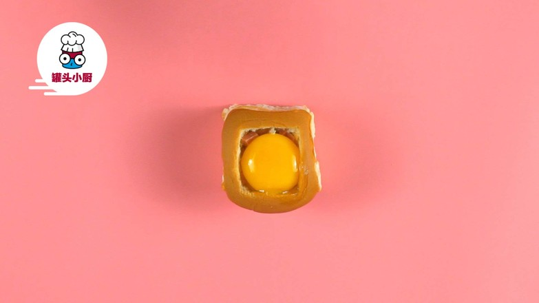 微波炉鸡蛋面包盅的家常做法