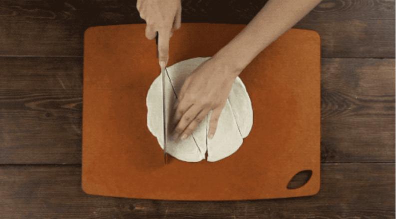 手抓饼华丽变身香肠可颂的做法图解