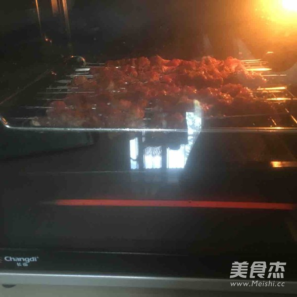 烤羊肉串儿怎么吃