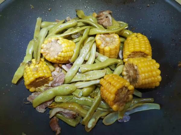 玉米炖豆角怎样煸