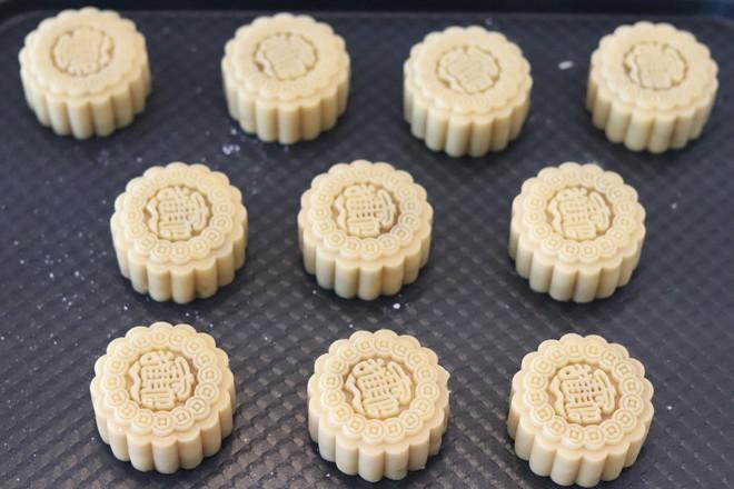 广式蛋黄莲蓉月饼的制作方法