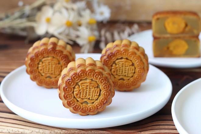 广式蛋黄莲蓉月饼的做法大全