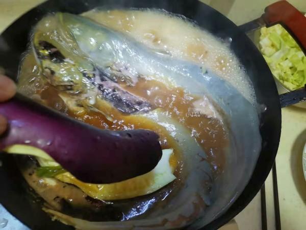 鲶鱼炖茄子的步骤