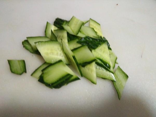 猪耳朵拌黄瓜的简单做法