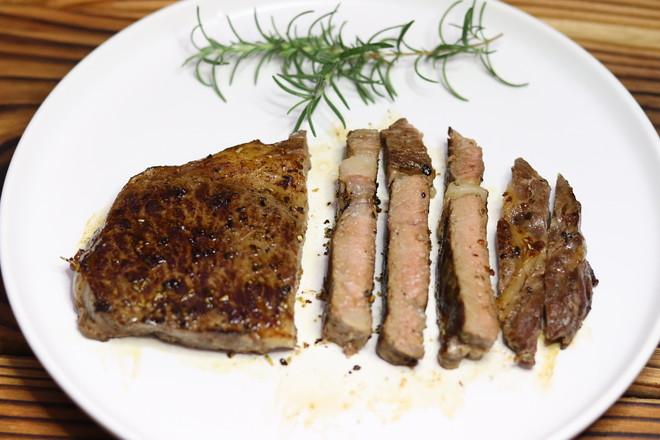 安格斯眼肉牛排成品图