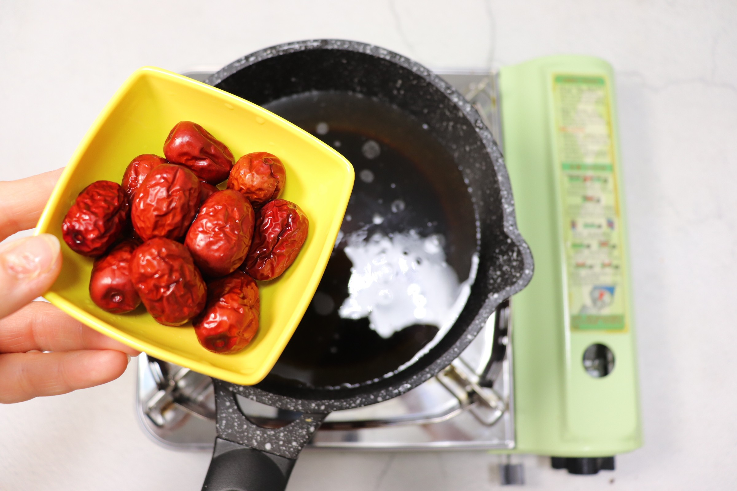 冬日暖身饮品~红糖姜枣煮蛋怎么吃