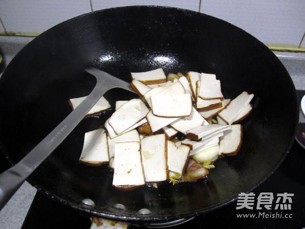 剁椒腊肉炒熏干怎么做