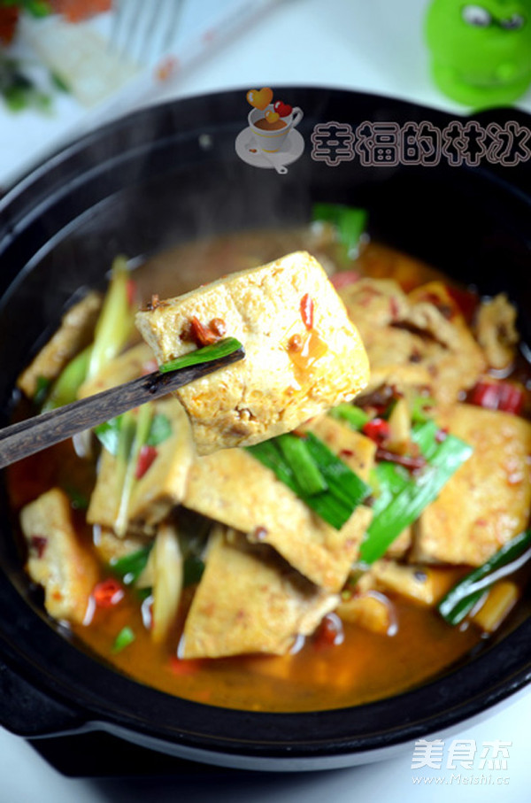 青蒜豆腐煲成品图