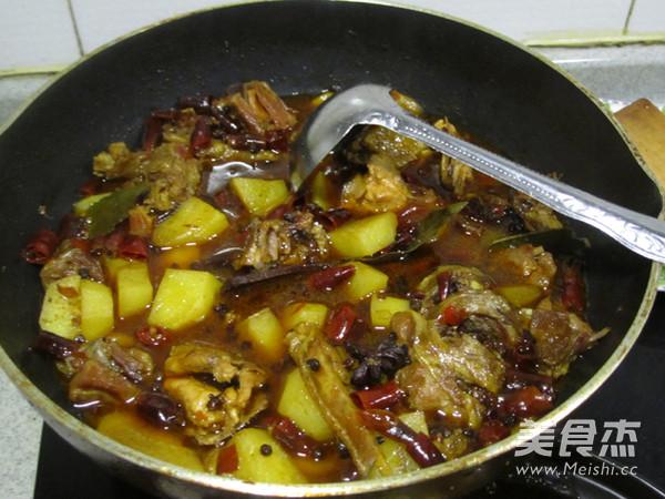 砂锅土豆炖柴鸡怎么煸