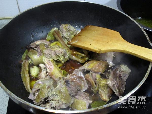 砂锅土豆炖柴鸡的简单做法