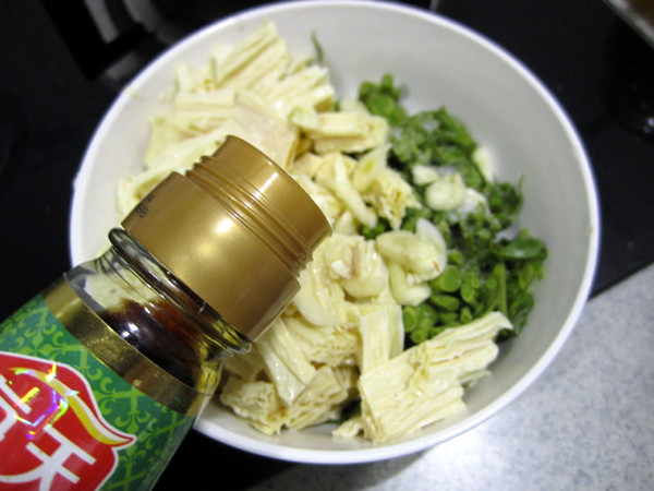香椿拌腐竹怎么吃