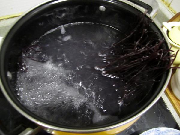 酸辣鲜虾紫米线的简单做法