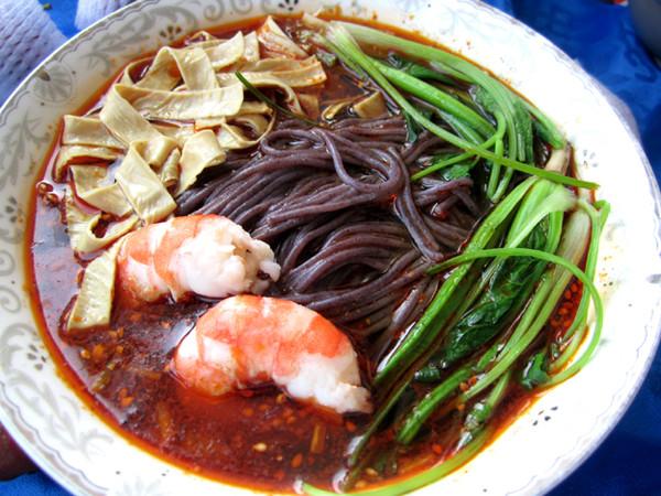酸辣鲜虾紫米线怎么煮