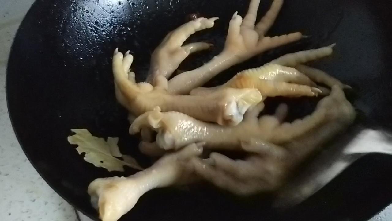 红烧鸡爪怎么吃