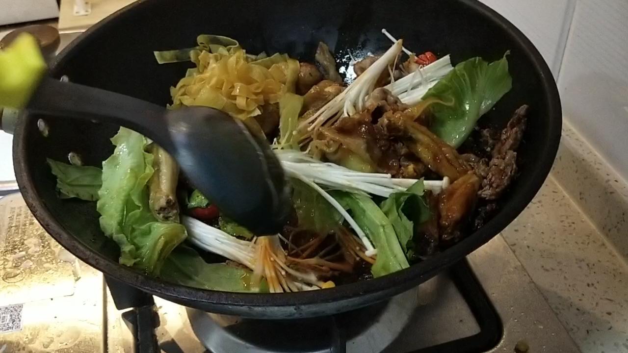 家庭豪华麻辣香锅怎么炒