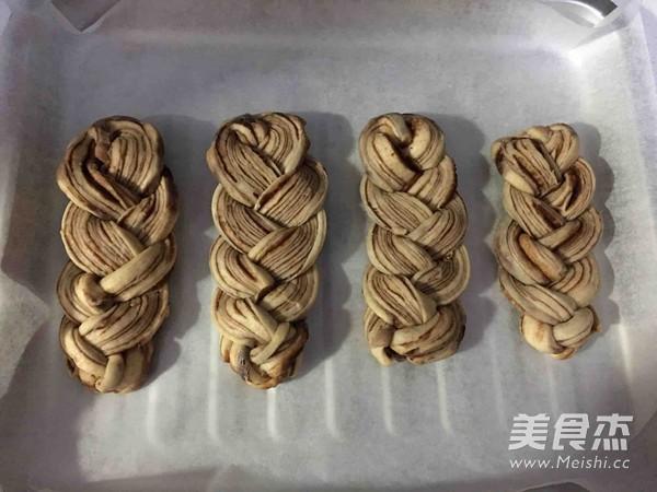 豆沙辫子面包的做法大全