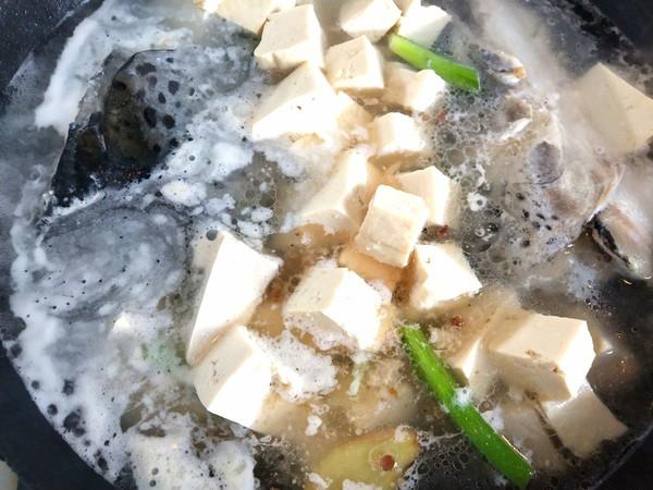 三文鱼头炖豆腐怎么做