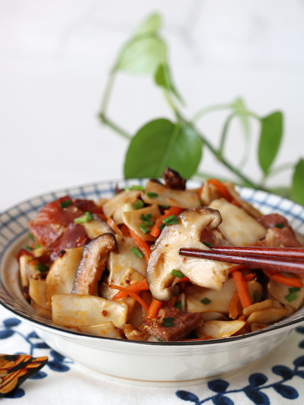 金华火腿炒双菇成品图