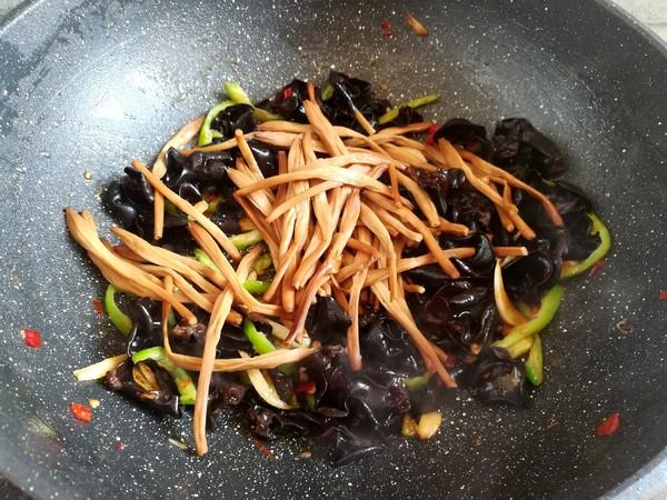 黄花菜木耳肉丝怎样炒