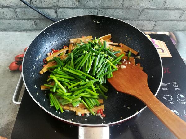 韭菜花炒香干怎么炒