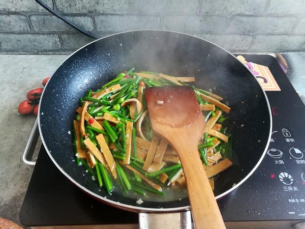 韭菜花炒香干怎么煮