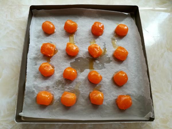 白莲蓉蛋黄月饼的步骤