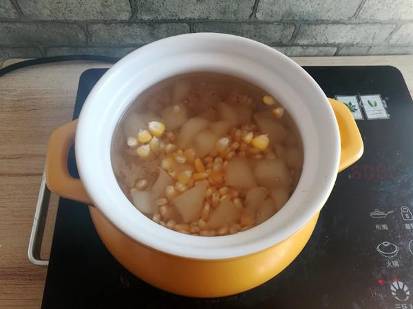 秋梨玉米银耳汤的步骤