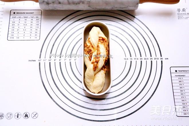 红糖花生酱香辫子面包怎么煸