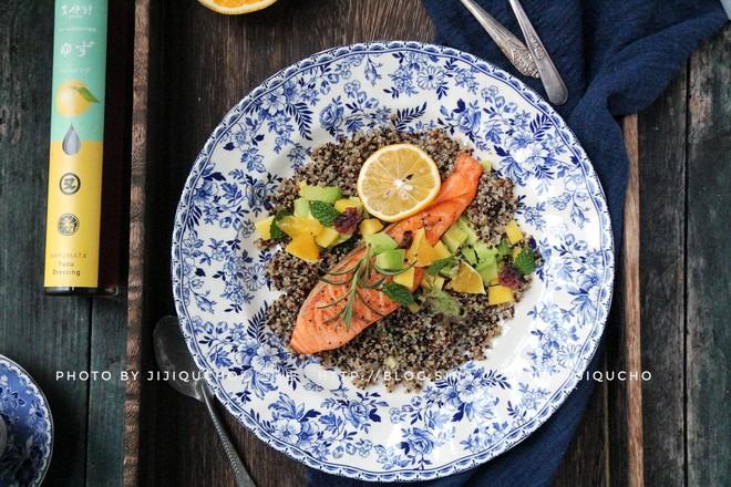 藜麦牛油果三文鱼沙拉成品图