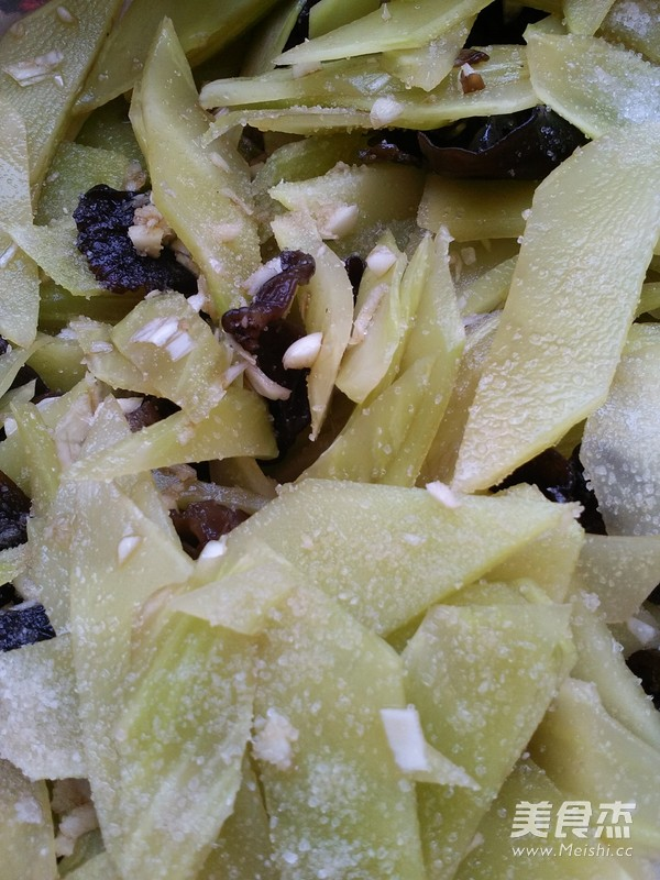 莴苣拌木耳的家常做法
